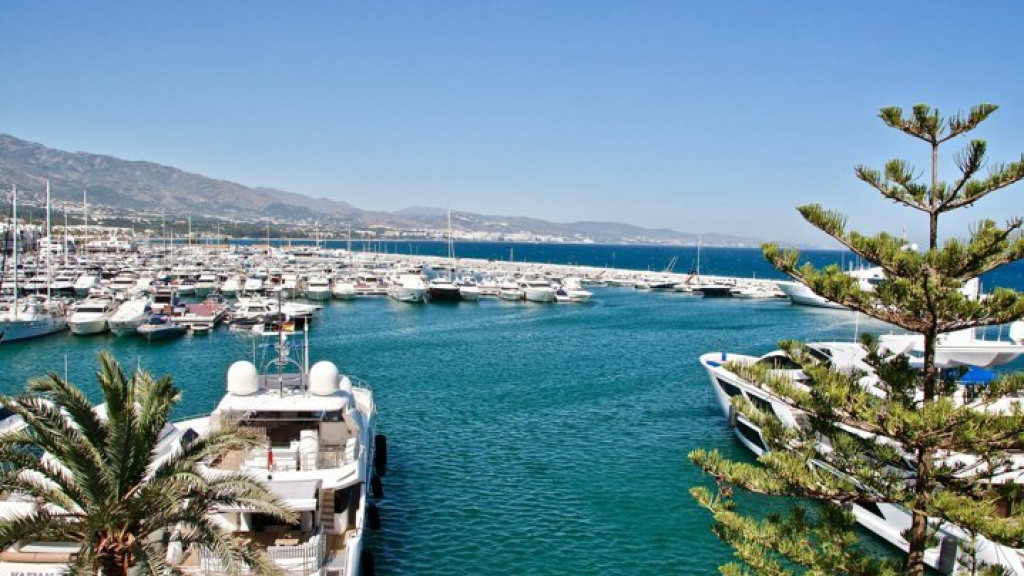 Apartment in Puerto Banús with harbour views for sale - Gilmar