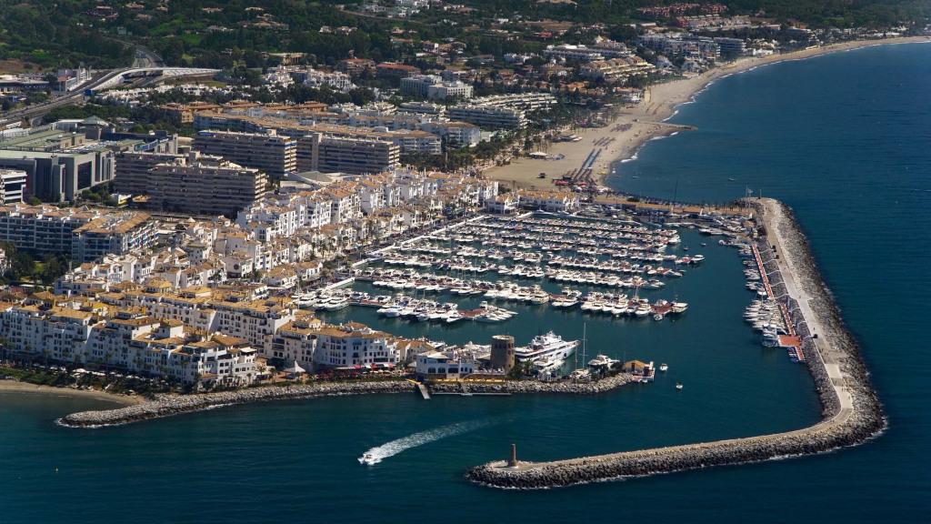 Business premise in Puerto Banús for sale - Gilmar