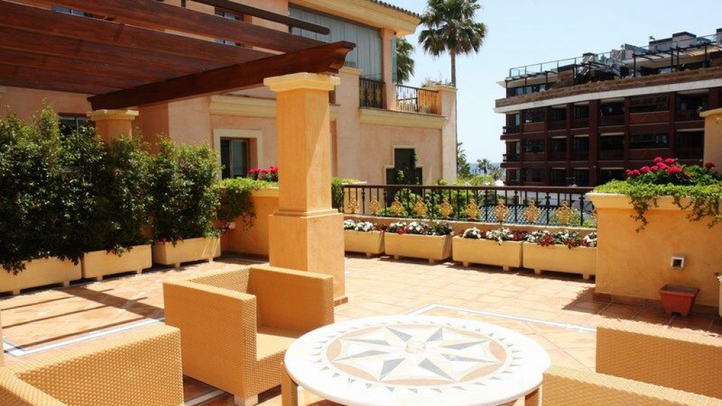 Exclusive apartment in Puerto Banus for sale - Gilmar