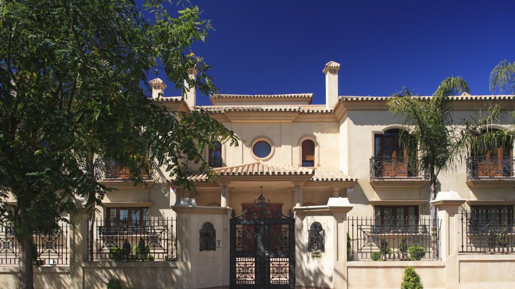 Venta de Lujosa Villa En Urbanización Zaudín Golf - Gilmar