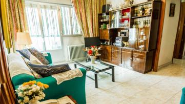 Vivienda de 4 dormitorios en Colonia de la Prensa. - Gilmar