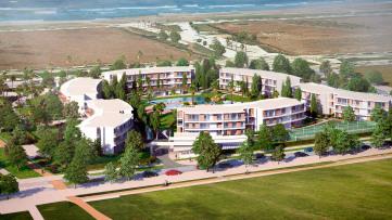 Bajo con amplio jardín, primera linea de playa - Gilmar