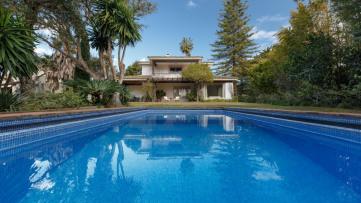 Villa house in Paseo del Parque - Gilmar