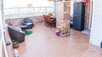 Vivienda con  terraza de 30 m2 en Los Cármenes - Gilmar