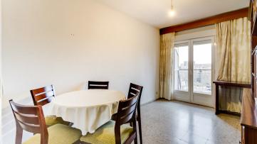 Piso tres habitaciones en Pueblo Nuevo - Gilmar