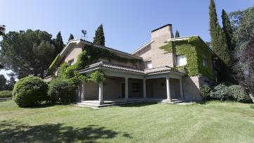 Villa house in Sevilla La Nueva - Gilmar