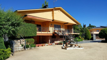 Villa house in Navata - Gilmar