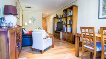 Piso de tres dormitorios con terraza - Gilmar