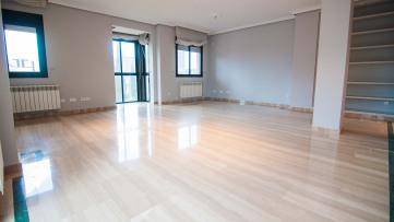 Espectacular vivienda de 190 m² junto a La Marina. - Gilmar