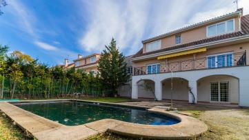 Casa independiente, vistas y piscina - Gilmar