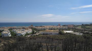 Residential plot with sea views along Duquesa - Gilmar