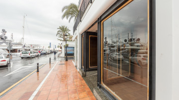 Local Comercial en Puerto Banús, primera línea - Gilmar