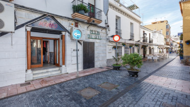 Local comercial con licencia de bar - Gilmar