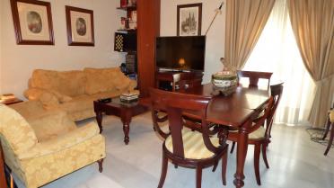 Estupendo piso en Triana - Gilmar