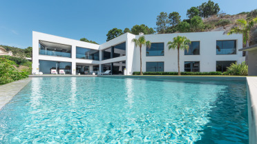 Massive, Modern Mansion with Magnificent sea views - Gilmar