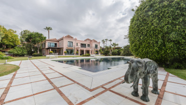 Stunning villa in 2nd line of the beach - Gilmar