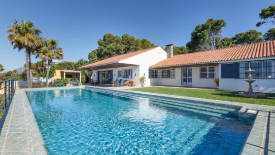 Venta de Villa en primera línea de playa Estepona - Gilmar_