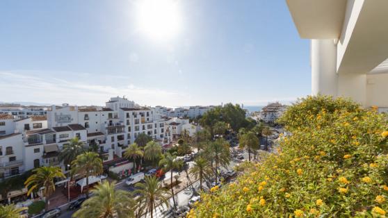 Alquiler de Ático de lujo con vistas Playas del Duque - Gilmar_