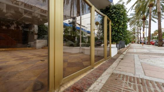 Venta de Local comercial en primera línea, Puerto Banus - Gilmar_