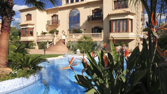 Venta de Lujosa Villa En Urbanización Zaudín Golf - Gilmar_